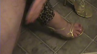 Footjob and dt to new neighbour she is a very ultra-kinky blonde