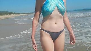 Shel, 43 - milf on the beach in a hot bikini